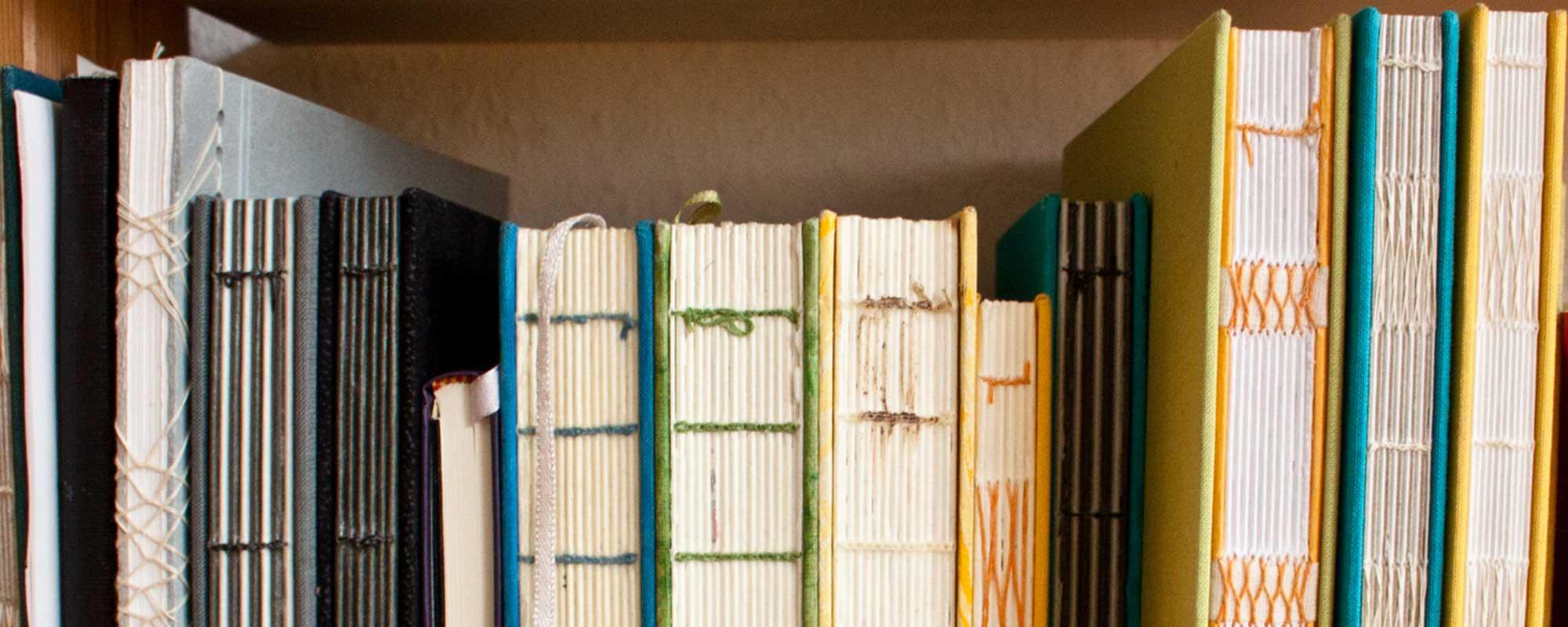 mehrere selbst gebundene Bücher